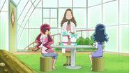 Kaoruko dando té de tomillo