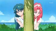 33. Minami y Towa observando