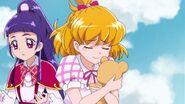 Mofurun le duele el abrazo de Mirai
