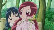 Erika le pregunta a Tsubomi sobre el tipo relación que tiene con Mitsuru