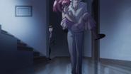 Blue se lleva a Megumi a descansar y Seiji los ve por atrás