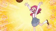HuPC04.31-Hana tirando el balón en el aro de basquetbol