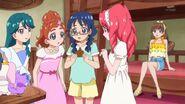 13.Yui mirando la invitacion al concurso