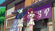 Tsubomi y Erika vuelven a la dulcería a darle la respuesta de Kaoruko a Masahiro
