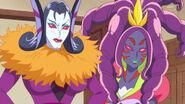 Batty y Sparda vuelven a aparecer como las hermanastras malvadas