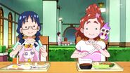 Yui y Haruka comiendo