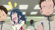 Erika pidiendo un poco de comida al resto de su clase