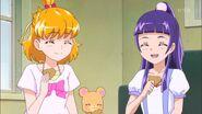 Mirai, Riko y Mofurun comiendo las galletas de Kotoha