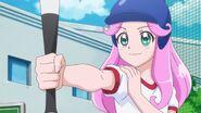 Kotoha jugando al baseball en el instituto