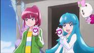 Megumi y Hime a momentos de transformarse juntas por primera vez