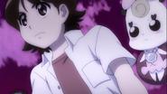 Seiji apoyando a Iona