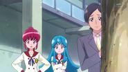 Megumi preguntandole a el hombre, que cosa hacia ahi