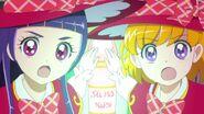 85. Riko y Mirai sosteniendo ambas el libro