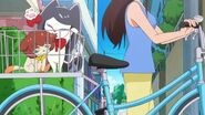 24. Miss Shamour y Kuroro en una bicicleta