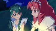 Minami y Towa observando los fuegos artificiales