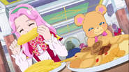 Kotoha y Mofurun comiendo.
