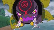 Mirai y Riko tratando de huir del Donyokubaru