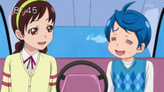 Rakeru y Yashima viajando en una barca de cisne