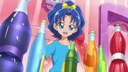Aoi viendo que sus amigas intentan animarla