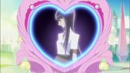 Blossom usa el Espejo Atrapacorazones para ver la Flor Corazón de Yuri