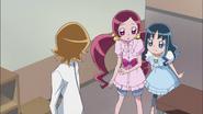 Itsuki le cuenta a Tsubomi y Erika lo sucedido con su hermano