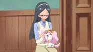 Reiko acariciando a Pafu