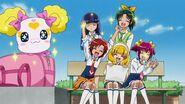 Candy y las chicas emocionadas por el viaje escolar
