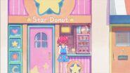 STPC3.26-Hikaru parada afuera de Star Donut