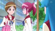 Compañera de Megumi hablando sobre la nueva estudiante