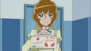 La madre de Ban les trae un pastel