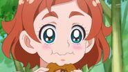 60. Haruka comiendo una dona