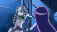 Kaoruko le explica a su nieta sobre la situacion que pasó Yuri