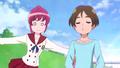 Megumi tratando de regañar al chico por haber tirado basura