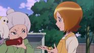 Mitsuya toma su almuerzo reclamando que llegaorn tarde