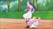 Pafu y Reiko escapando