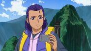 Padre de Rikka observando las noticias