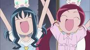 Tsubomi y Erika felices porque van a ayudar en la granja
