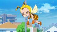 Chikurun aparce en este episodio tratando de encontrar a las Cure