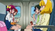 Las chicas viajando en el tren bala