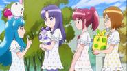 Las chicas yendo a su picnic