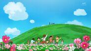 56.Los niños jugando entre las flores
