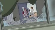 Tsubomi. Erika e Itsuki llegan a la habitación de Satsuki