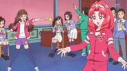 65. Kirara y Towa ensayando su presentacion