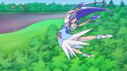 Raquel vuela para pegarle al Jikochuu