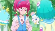 STPC2.63-Lala, Fuwa y Prunce notan que el colgante de Hikaru esta brillando