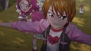 Nagisa protege a Hana y las otras