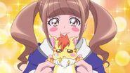 Hinata le cuenta a su hermano sobre el gato parlante