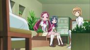 Kaoruko les cuenta a las chicas lo que le sucedio a Yuri