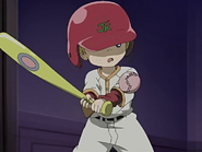 Niño mansion golpea pelota beisbol