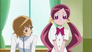 Tsubomi quiere invitar a Yuri para que modele en el desfile